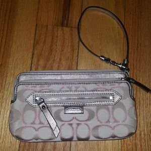 NWOT Coach Multi Compartment Pink & Gold Wristlet
